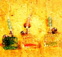 クリアーガラス 電車のストラップ・緑(写真左)
