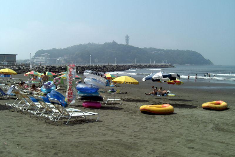 江の島は朝から暑いです…
